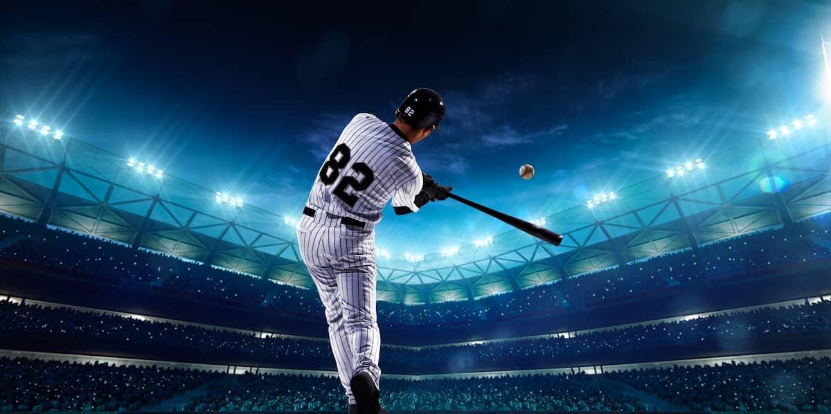 野球をする野球選手