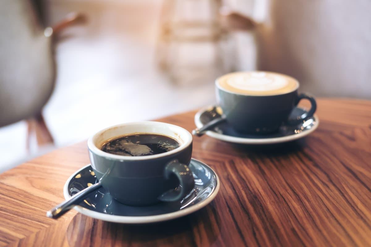 コーヒーとカフェラテ